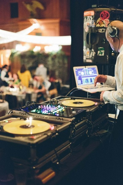 The True Cost Of A Wedding DJ